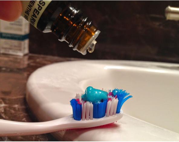 Как очистить камни с зубов дома