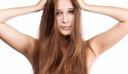 Почему шелушится кожа на голове и что делать