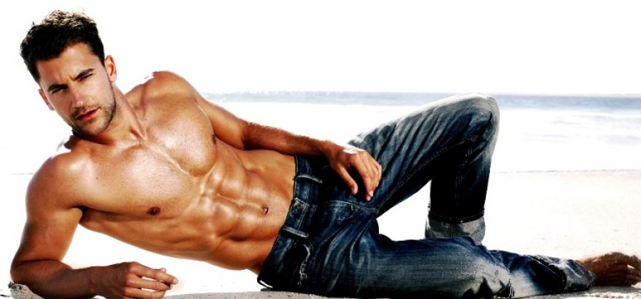 Что носить мужчине с джинсами?