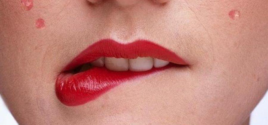 Высыпания на лице у женщин: причины