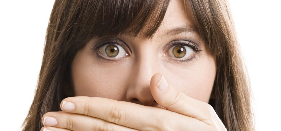Опухла верхняя губа: что делать?