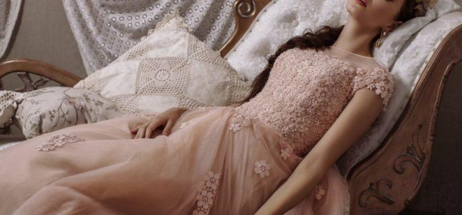 Пудровое свадебное платье: в каком стиле, с чем сочетать