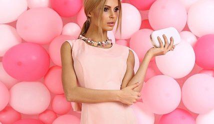 Платье пудрового цвета: с чем носить?