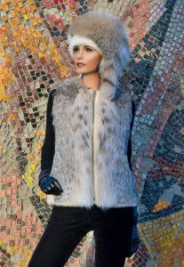 Образ с шапкой бояркой и меховым жилетом