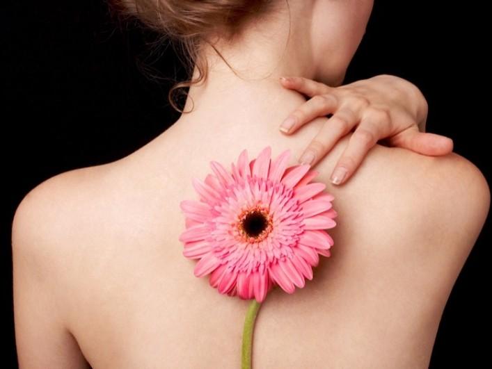 Черные точки на спине: как избавиться в домашних условиях