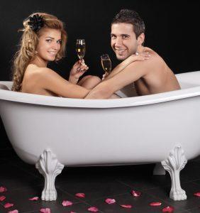 влюбленные в ванне