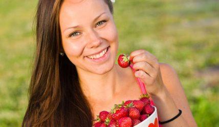 Чем полезна клубника для организма женщины?