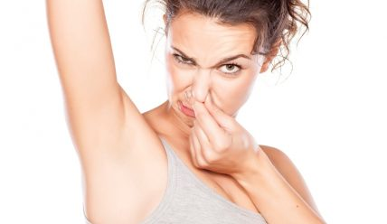 Как использовать соду, чтобы победить запах пота?