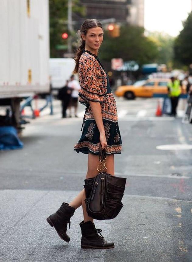 повседневное платье и ботинки