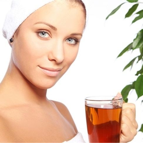 женщина с чашкой чая
