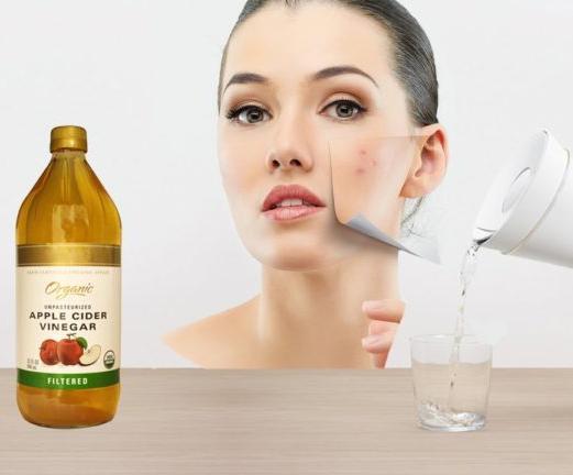 женщина стакан бутылка уксуса