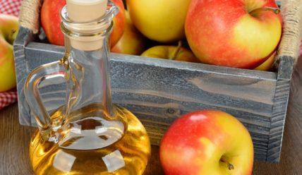 Как вывести прыщи яблочным уксусом?
