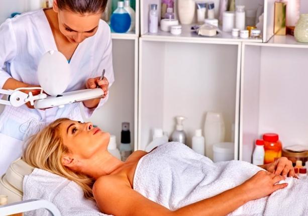 пациентка и косметолог