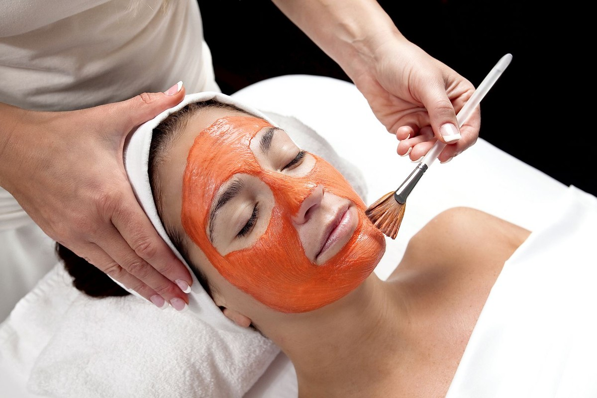 томатная маска на лице
