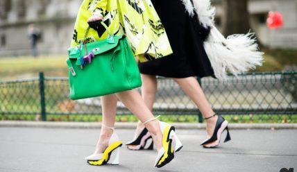 С чем лучше носить сумку зеленого цвета?
