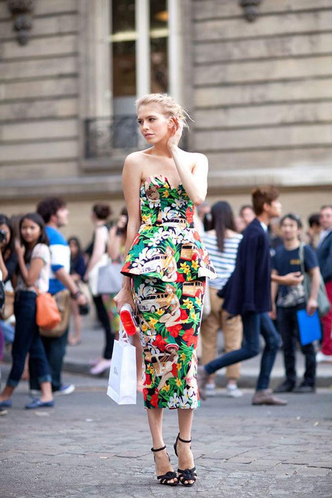 носить платье в цветочек платье с баской