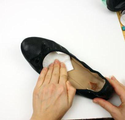 балетки протирают салфетками