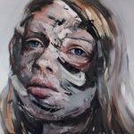портрет с серым лицом