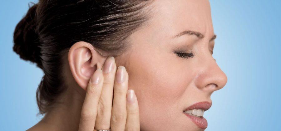 Что делать, если мочка уха опухла, покраснела и болит?