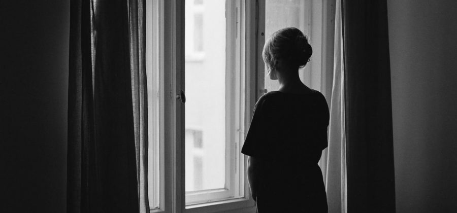 Как объяснить суеверие, что нельзя смотреть на похороны в окно