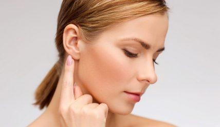 Почему шелушатся мочки ушей и как это вылечить?