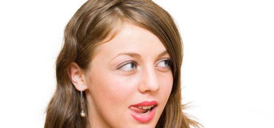Что делать, если сильно сохнут губы у женщины?