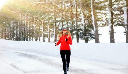 Полезно ли бегать на улице зимой? Во что одеться?
