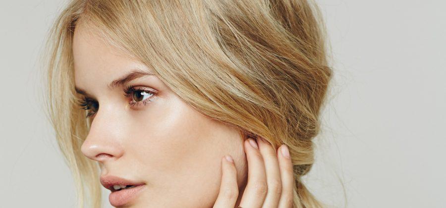 Как правильно подобрать цвет бровей для блондинки?