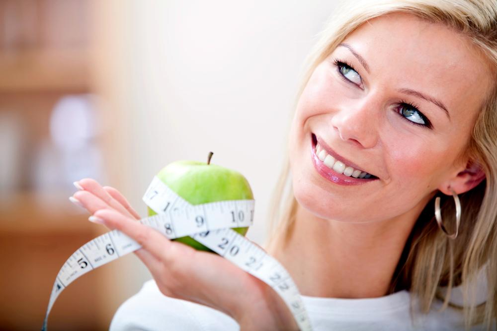 женщина яблоко сантиметр