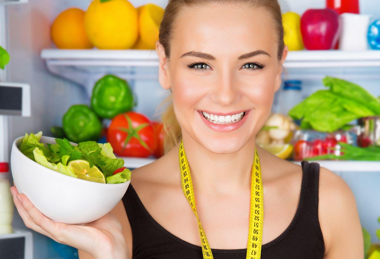 девушка сантиметр и салат