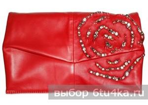 Красный клатч от Valentino