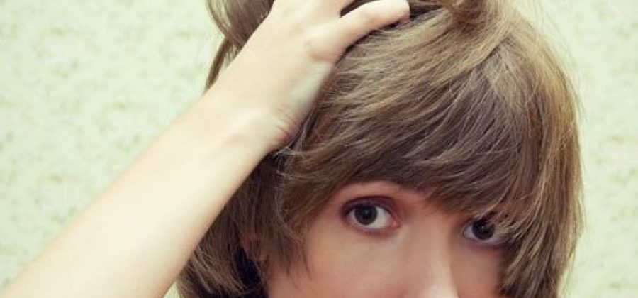 Чешется голова и выпадают волосы— что делать?