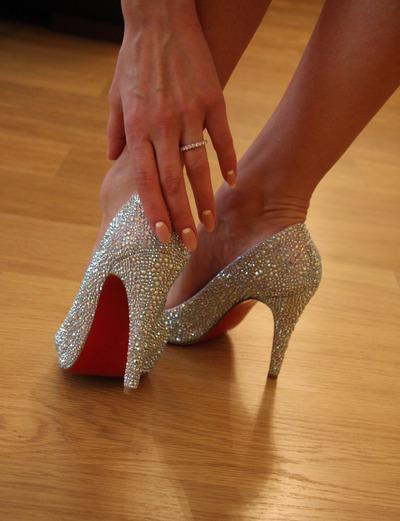 как быстро разносить новые туфли