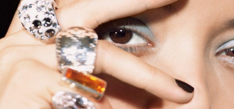 Как убрать жировики под глазами?