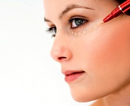как замазать синяк под глазом