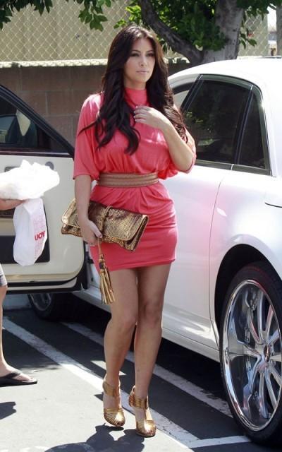 Ким Кардашьян: прекрасно выглядит, стильно одевается!