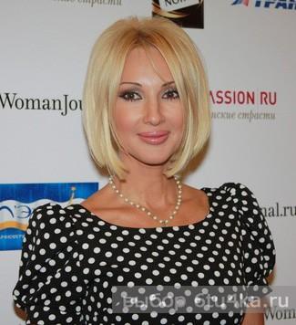 Простое платье в горошек очень украшает Леру Кудрявцеву