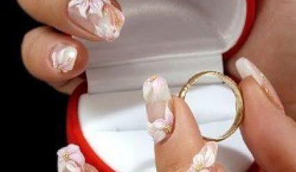 Как оформить ногти на свадьбу?