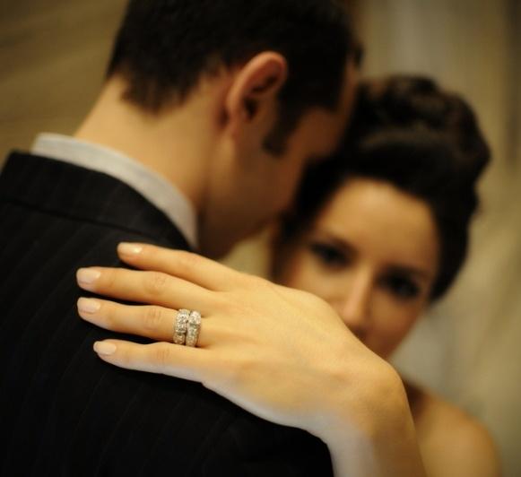 кольцо обручальное и помолвочное