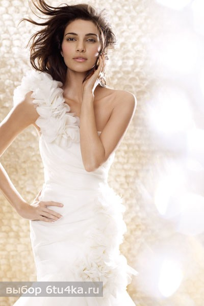Оригинальное свадебное платье с необычной драпировкой