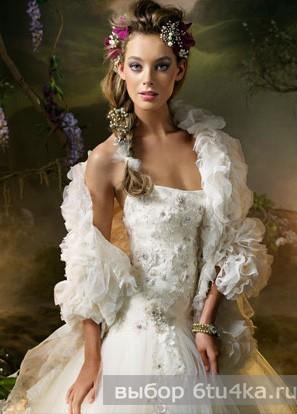 фото Весеннее свадебное платье, отделанное цветами