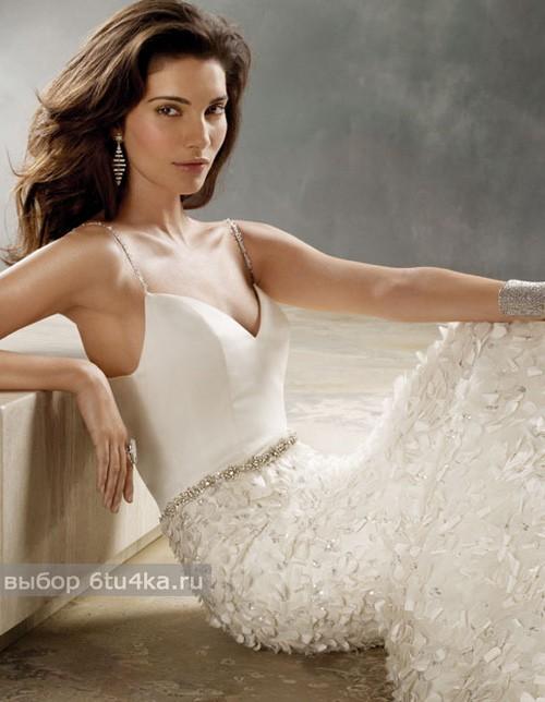 Весеннее свадебное платье с необычной юбкой