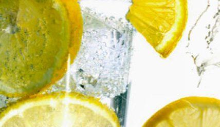 Помогает ли вода с лимоном для похудения?