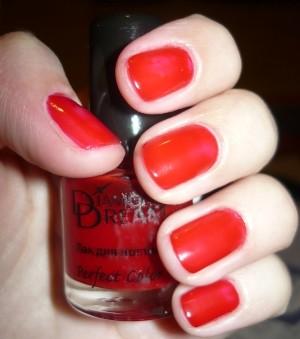 Красный лак для ногтей