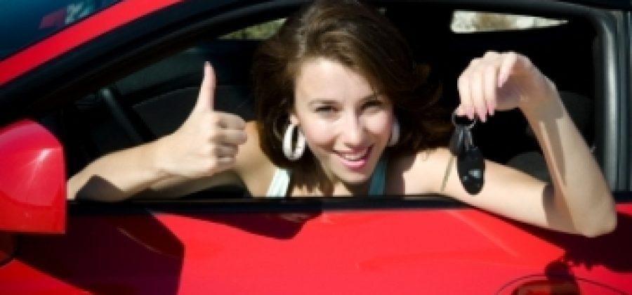 Как выбрать автошколу женщине?