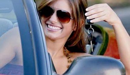 Как женщине научиться водить машину?
