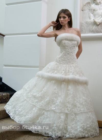Свадебное платье для зимы, украшенное натуральным мехом и снежинками